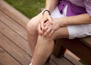 Болят колени – что делать, как лечить