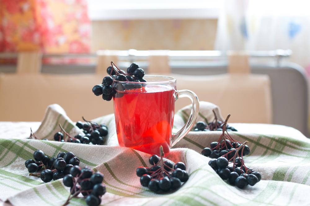Напиток с черноплодной рябиной